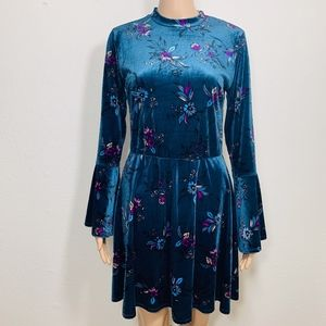 NWT Charming Charlie Velvet Floral Dress Bell S
